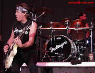 cs-GeorgeThorogood8-Atlanta82302.JPG (60003 bytes)