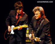 cs-MartyStuart13-Atlanta021006.JPG (52924 bytes)