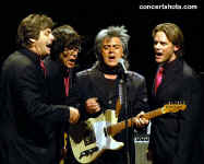 cs-MartyStuart15-Atlanta021006.JPG (54185 bytes)