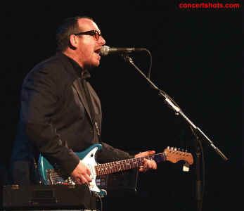 cs-ElvisCostello2-Atlanta62402.JPG (39169 bytes)