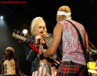 cs-NoDoubt8-Atlanta102602.JPG (61344 bytes)